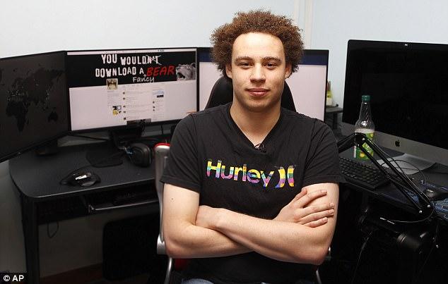 """Британский компьютерный эксперт, которого считали героем, спасшим NHS от атаки WannaCry, арестован ФБР в Вегасе за """"создание и распространение вредоносного ПО"""", разное, Маркус Хатчинс, WannaCry, Kronos"""